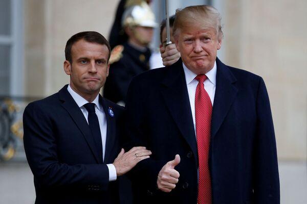II presidente francese Emmanuel Macron e il presidente statunitense Donald Trump a Parigi. - Sputnik Italia