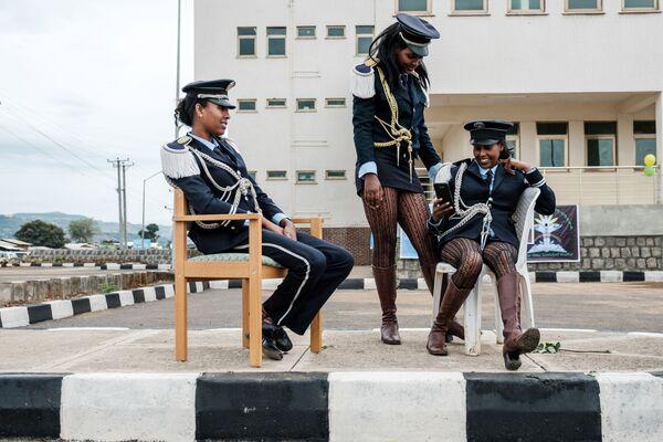 Le ragazze da una banda musicale aspettano l'innaugurazione di un ospedale specializzato in Etiopia del nord. - Sputnik Italia