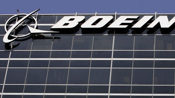 File-In this Wednesday, May 21,2008 file photo, the company logo for The Boeing Co., is displayed in El Segundo, Calif. Boeing Co. say it's cutting 1,100 jobs from its U.S. plants, most of them in Southern California, as it scales back production of its C-17 cargo planes. - Sputnik Italia