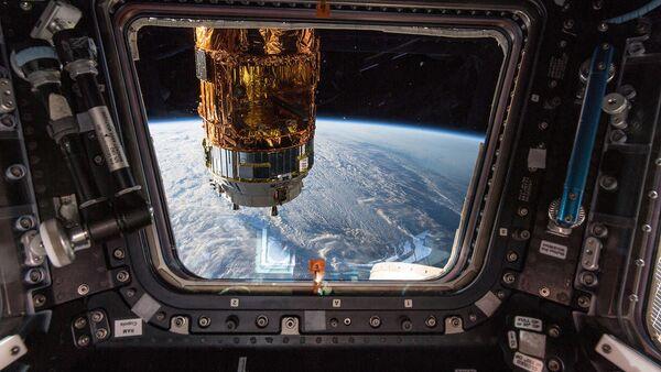 Японский космический грузовой корабль H-II Transfer Vehicle из окна МКС  - Sputnik Italia