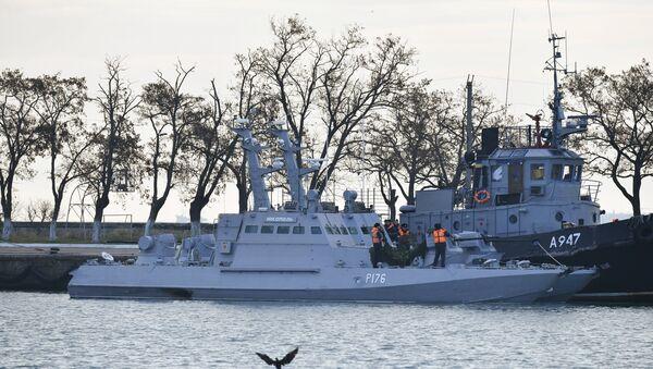 Le navi ucraine approdate al porto di Kerch - Sputnik Italia