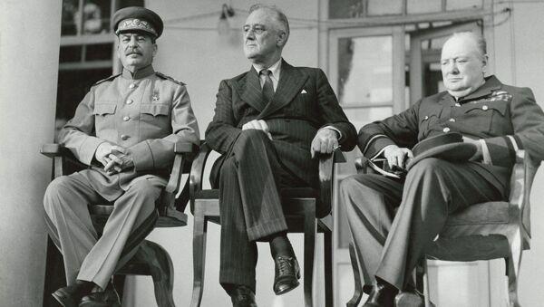 Josef Stalin, Franklin Roosevelt e Winston Churchill alla conferenza di Teheran durante la Seconda guerra mondiale - Sputnik Italia