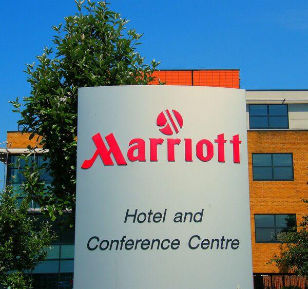 Вывеска отеля Marriott London-Heathrow International Airport - Sputnik Italia