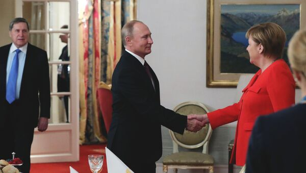 G20,Vladimir Putin con Angela Merkel - Sputnik Italia