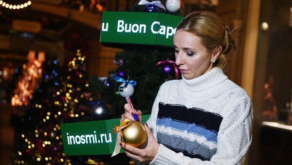 La pattinatrice Tatiana Navka alle celebrazioni. Navka è una famosa ex danzatrice su ghiaccio russa. Nel 2006 ha vinto l'oro a Torino nella danza su ghiaccio. - Sputnik Italia