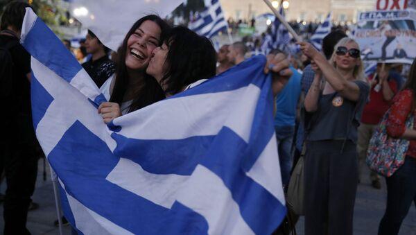 Сторонники ответа нет празднуют результаты референдума в центре Афин, Греция - Sputnik Italia