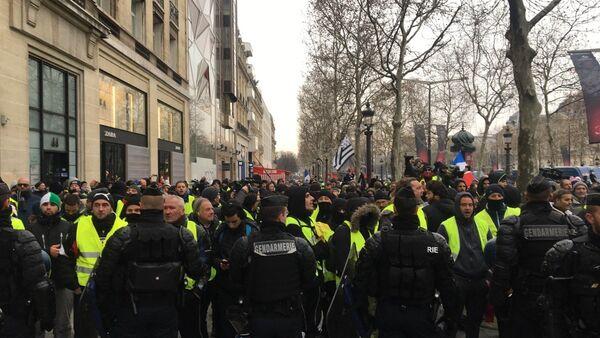 L'acte 5 des Gilets jaunes sous haute surveillance à Paris, 15 décembre 2018 - Sputnik Italia