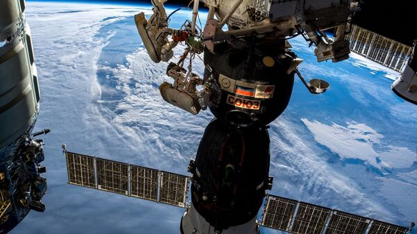 I cosmonauti russi Oleg Kononenko e Sergei Prokopyev nello spazio aperto. - Sputnik Italia