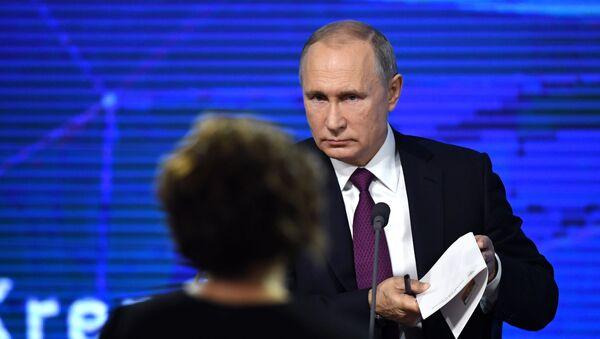 Il presidente Vladimir Putin alla conferenza stampa annuale. - Sputnik Italia