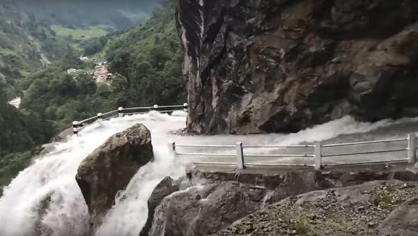 Dangerous Waterfall and Road in NEPAL - Sputnik Italia
