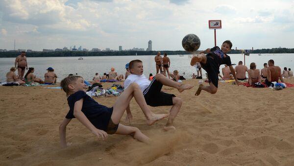 Bambini in spiaggia sulla Moscova - Sputnik Italia