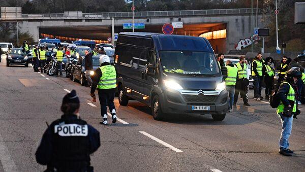 Акции протеста Желтые жилеты во Франции - Sputnik Italia