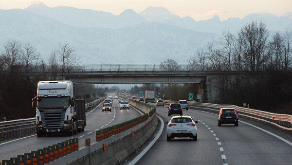 Un'autostrada in Italia - Sputnik Italia