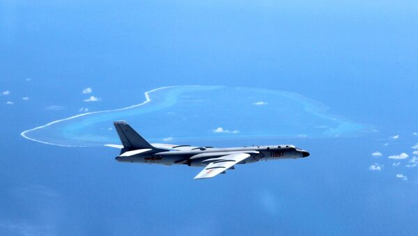 In this undated photo released by Xinhua News Agency, a Chinese H-6K bomber patrols the islands and reefs in the South China Sea. - Sputnik Italia