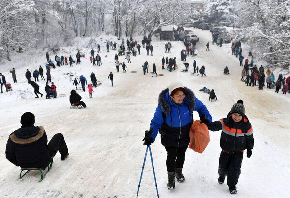 I turisti al passo di Angarskij. - Sputnik Italia