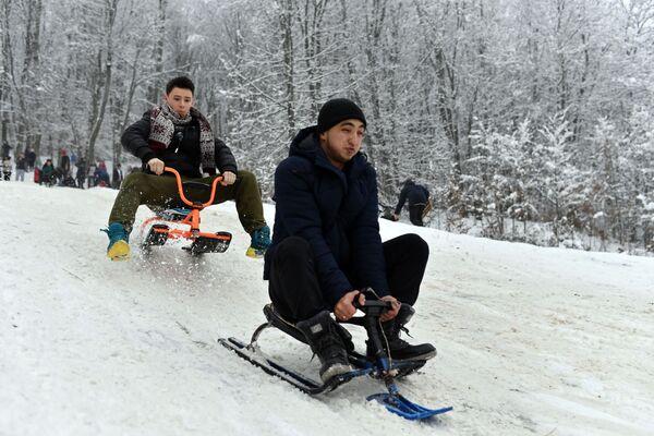 I turisti sulle slitte al passo di Angarskij. - Sputnik Italia