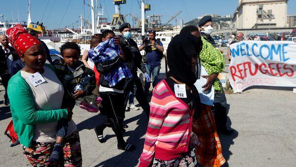 Migranti a Napoli - Sputnik Italia