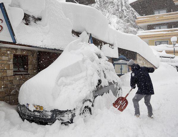 Le conseguenze della nevicata a Vilzmoos, Austria. - Sputnik Italia