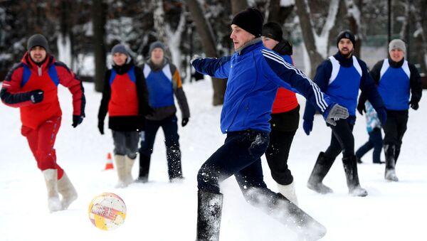 I partecipanti alla partita di calcio in valenki a Kazan, Russia. - Sputnik Italia