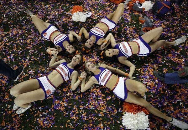 Le cheerleader Clemson festeggiano la vittoria della loro squadra al campionato NCCA. - Sputnik Italia