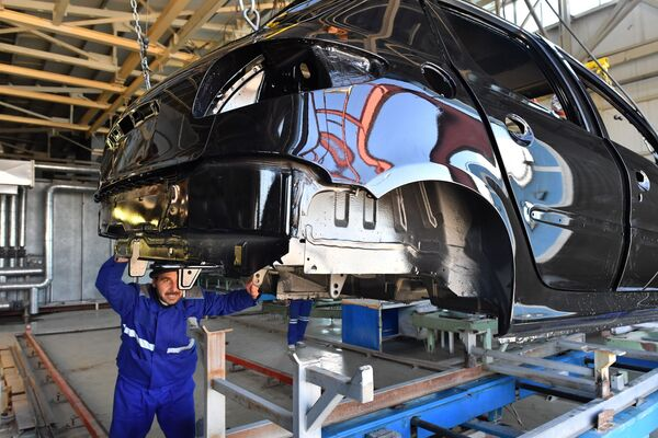 Miracolo siriano, riprende la produzione di auto nello stabilimento SIAMCO di Damasco - Sputnik Italia