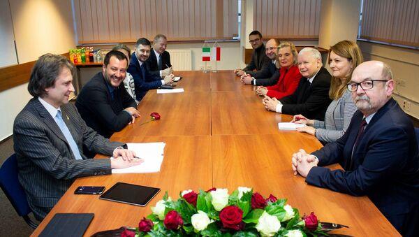 Matteo Salvini all'incontro con Jaroslaw Kaczynski - Sputnik Italia