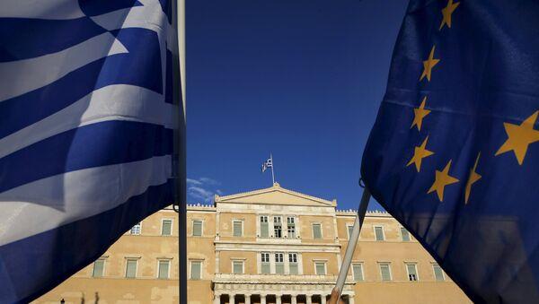 Le bandiere dell'UE e della Grecia - Sputnik Italia