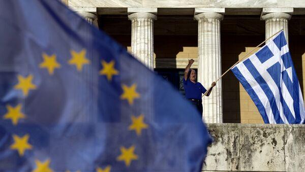 Il parlamento di Atene ha approvato l'accordo firmato martedì scorso tra governo ellenico e creditori internazionali sul terzo piano di salvataggio greco - Sputnik Italia