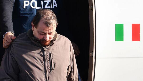 Cesare Battisti arriva in Italia dopo l'arresto in Bolivia - Sputnik Italia