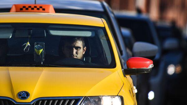 Водитель такси на Бульварном кольце в Москве - Sputnik Italia