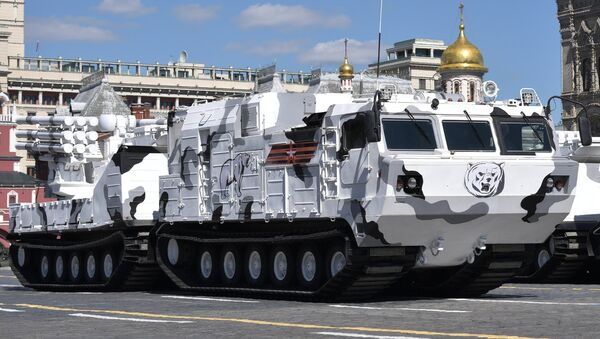 A Pantsir-SA air defense system based on the chassis of the DT-30 all-terrain tracked vehicle during the final rehearsal of the military parade in Moscow marking the 72nd anniversary of the victory in the Great Patriotic War of 1941-1945 - Sputnik Italia