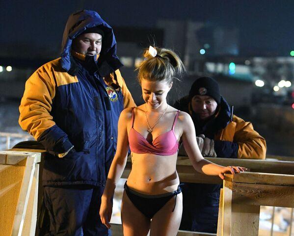 Il momento migliore per tuffarsi nell'acqua è tra la mezzanotte e l'1.30. - Sputnik Italia