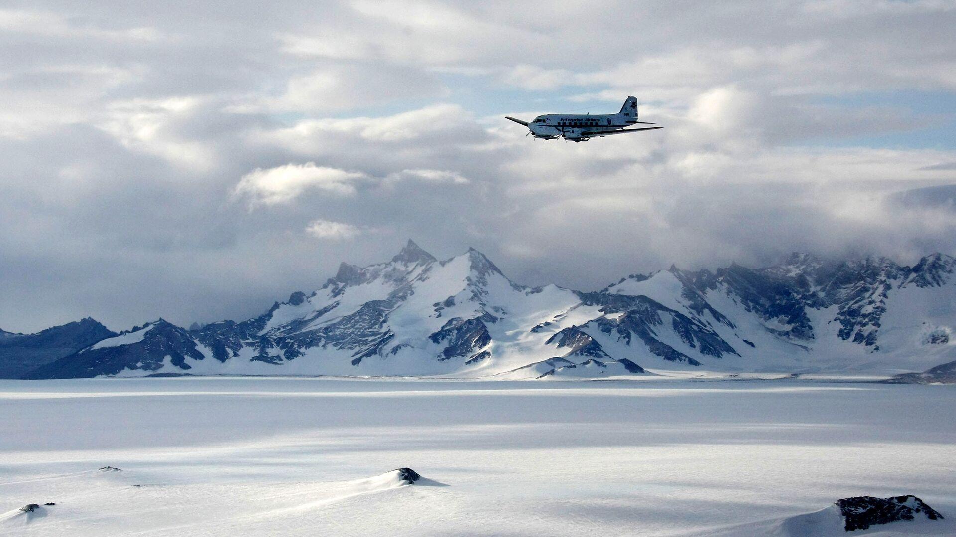 La catena montuosa Voltadt in Antartide, là si trova la stazione scientifica russa Novolazarevskaya - Sputnik Italia, 1920, 21.09.2021