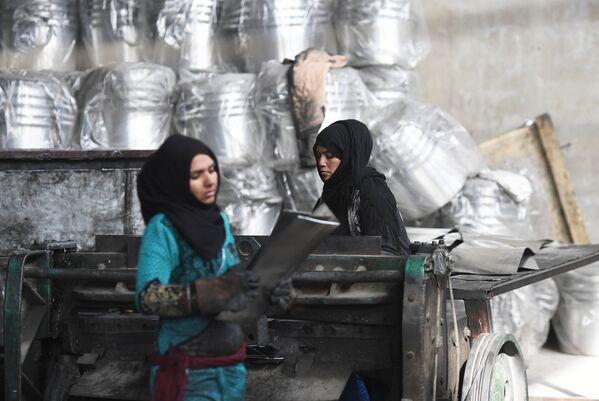 Piegarsi ma non spezzarsi, ad Homs riapre una fabbrica di alluminio - Sputnik Italia