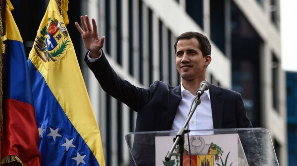 Venezuela's National Assembly head Juan Guaido waves to the crowd during a mass opposition rally against leader Nicolas Maduro in which he declared himself the country's acting president, on the anniversary of a 1958 uprising that overthrew military dictatorship, in Caracas on January 23, 2019. - Sputnik Italia