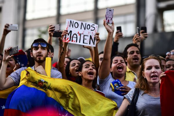 La manifestazione dei venezuelani a Buenos Aires a sostegno dell'autoproclamazione dal leader dell'opposizione Juan Guaidò come il presidente ad interim del Venezuela. - Sputnik Italia