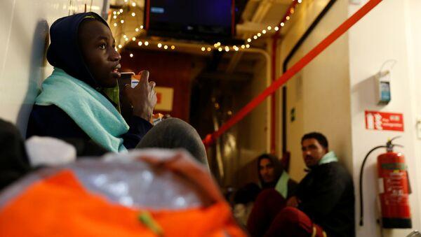 Migranti a bordo della nave Sea Watch 3 - Sputnik Italia
