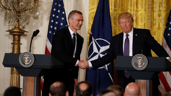 U.S. President Donald Trump (R) and NATO Secretary General Jens Stoltenberg shake hands during a joint news conference in the East Room at the White House in Washington, U.S., April 12, 2017. - Sputnik Italia