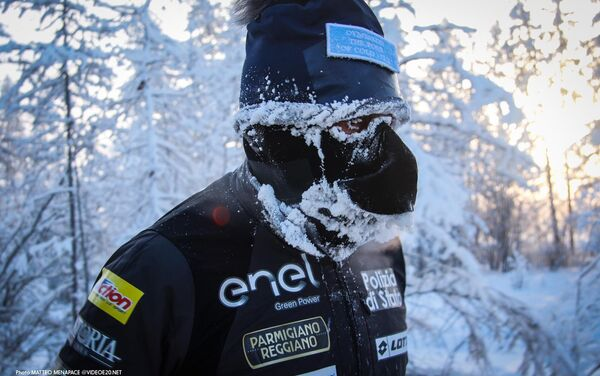 Ad una temperatura di —52°C Paolo Venturini in 3h54'10 ha corso la distanza di km 39,120 da Tomtor ad Oymyakon. - Sputnik Italia