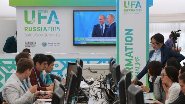 Журналисты в Международном пресс-центре саммитов БРИКС и ШОС - Sputnik Italia