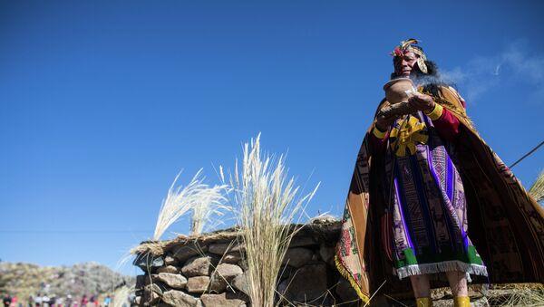 Indigeno peruviano vestito come re Inca - Sputnik Italia