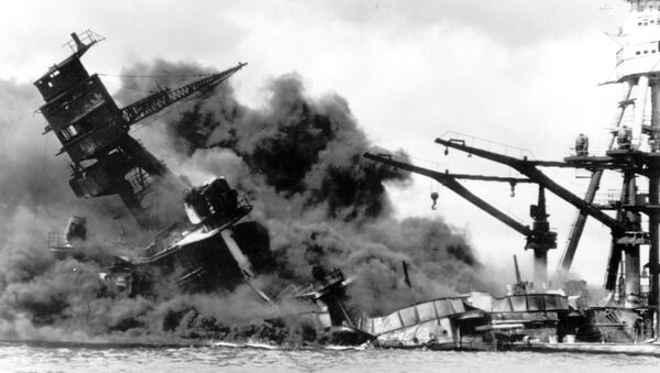 In this photo, the battleship USS Arizona belches smoke as it topples over into the sea during a Japanese surprise attack on Pearl Harbor, Hawaii, December 7, 1941. - Sputnik Italia