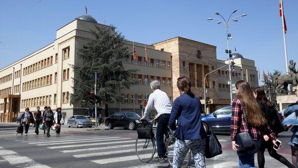 Palazzo del parlamento in Macedonia a Skopje. - Sputnik Italia