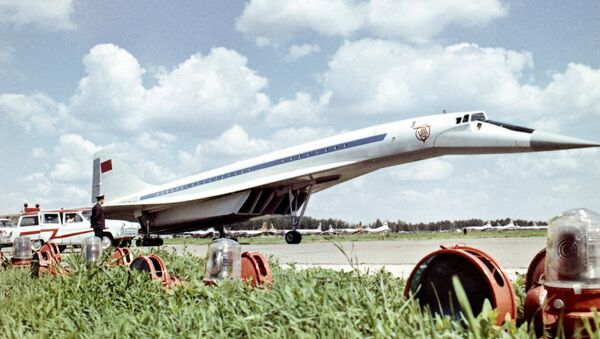 Aereo passeggeri supersonico sovietico Tu-144 - Sputnik Italia