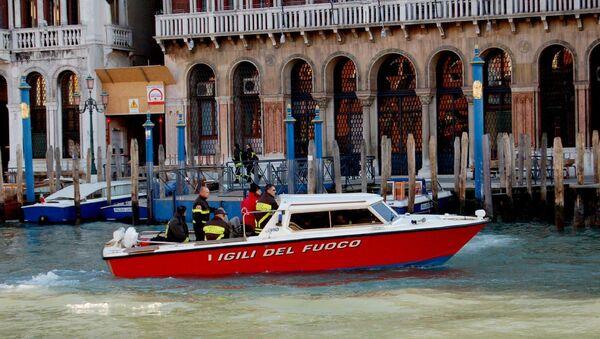 Motoscafo dei Vigili del Fuoco a Venezia - Sputnik Italia