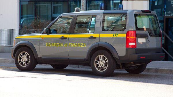 L'autoveicolo della Guardia di Finanza italiana - Sputnik Italia