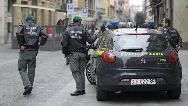 Agenti della Guardia di Finanza a Milano - Sputnik Italia