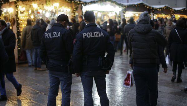 Agenti della polizia italiana a Milano - Sputnik Italia