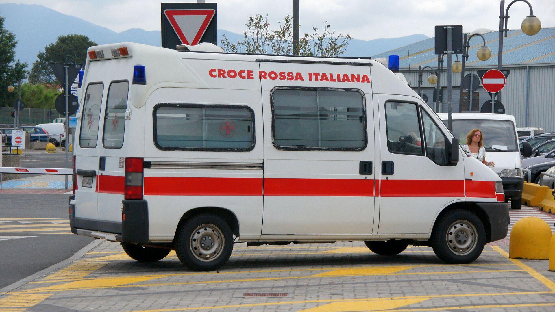 Ambulanza della Croce Rossa in Italia - Sputnik Italia, 1920, 13.10.2021