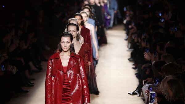 Le modelle alla sfilata di Roberto Cavalli alla settimana della moda di Milano (2018) - Sputnik Italia